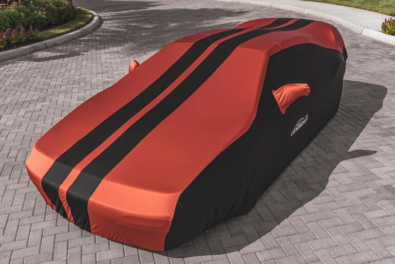 Auto mit Abdeckung